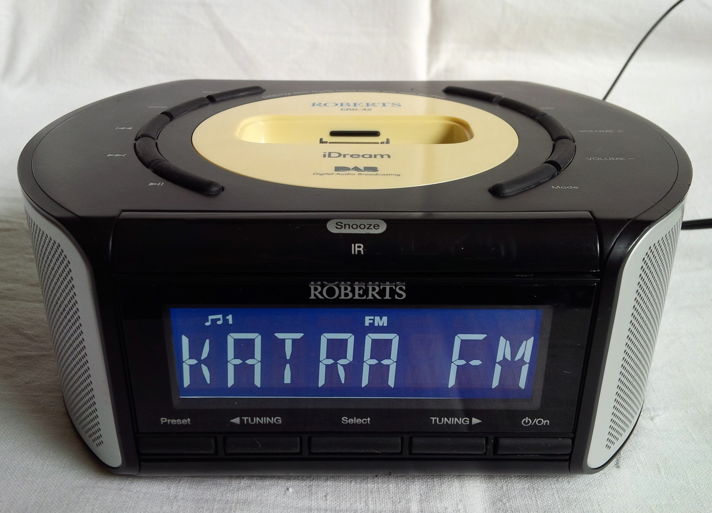 ROBERTS CRD-42 iDream, iPod/iPhone докинг станция с DAB/FM/RDS радио, часовник и AUX вход